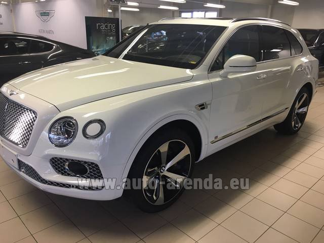 Rental Bentley Bentayga W12 NAIM 22 Rear-Enterteiment in Brno