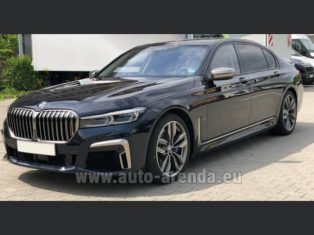 Transfer from Prague to Munich by BMW M760Li xDrive V12 car