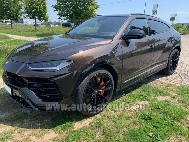 Rental Lamborghini Urus in Prague