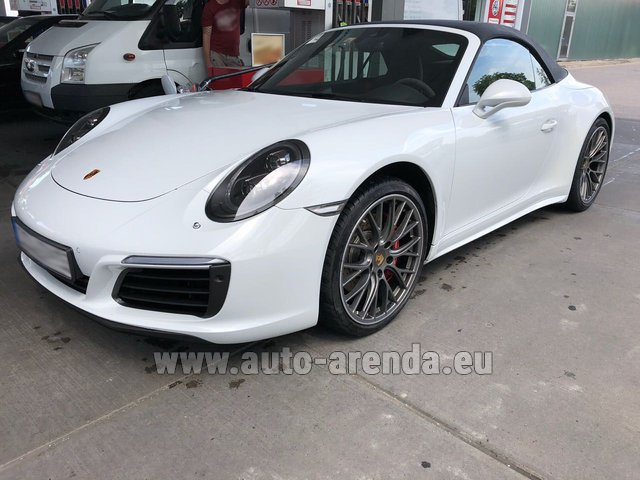 Rental Porsche 911 Carrera 4S Cabrio White in Brno