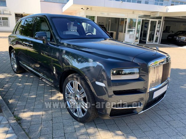 Rental Rolls-Royce Cullinan dark grey in Pilsen